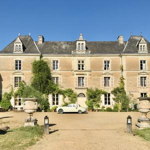 facade-chateau-chambiers-voiture_byespritdefrance.jpeg
