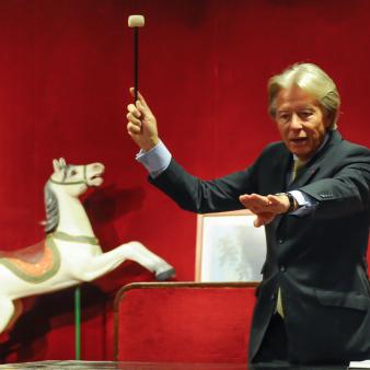 visit an auction house in paris