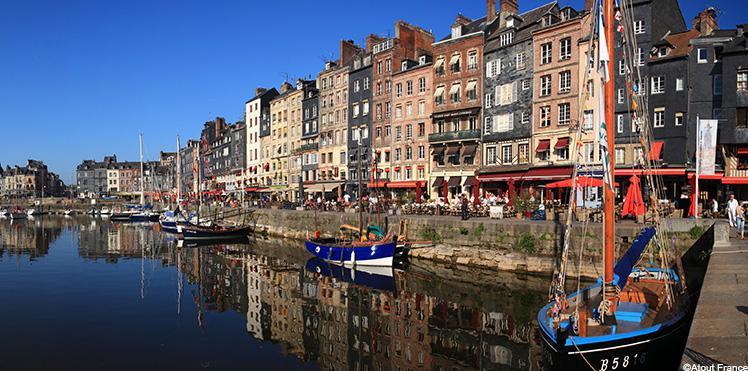 La ville de Honfleur, proche du Manoir des Impressionistes - Esprit de France