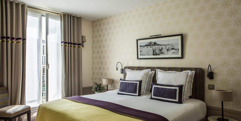 Hotel Aiglon in Paris